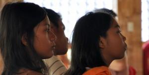 To jenter på ungdomsleir