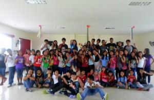 Barn og ungdom på julefesten på Filippinene